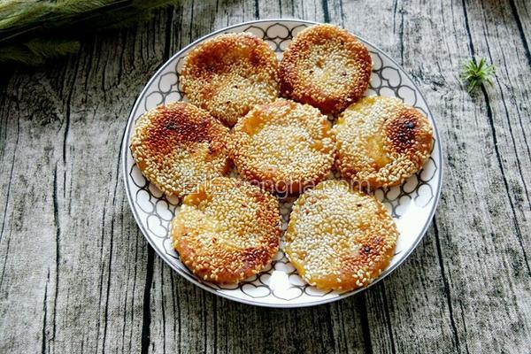 南瓜芝麻饼的做法_芝麻南瓜饼的做法_菜谱_香哈网