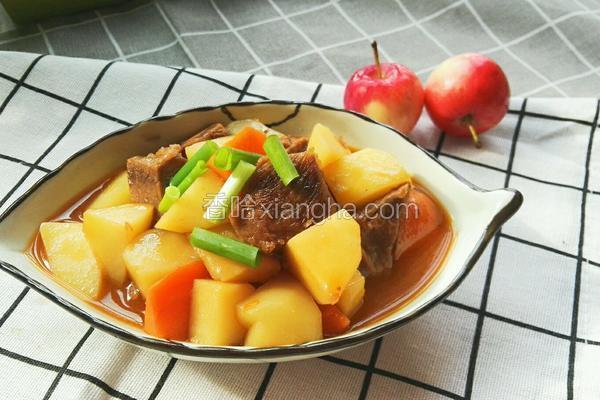土豆茄汁烩牛肉