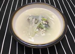 鲫鱼薏米白萝卜葱汤