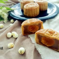 广式白莲蛋黄月饼