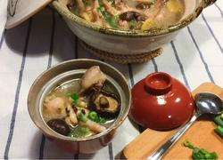 眉豆香菇煲鸡脚汤