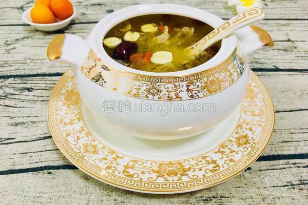 银耳莲子红枣枸杞百合汤