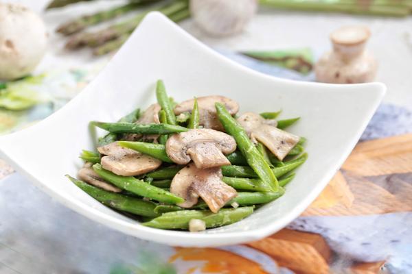 黑椒芦笋炒蘑菇