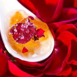 沐着午后暖阳尝一口清甜的玫瑰卤子