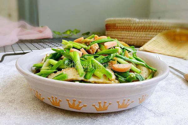 炸豆腐炒青蒜苗