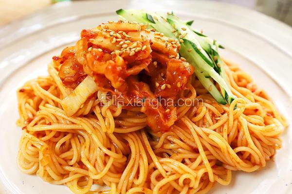 韩式辣白菜拌面