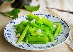 清炒菠菜梗