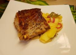 煎猪排配苹果芥末