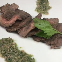 薄片小牛肉鲔鱼酱