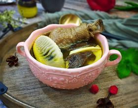 黑熊掌菌鲜笋土鸡汤