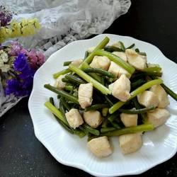 蒜薹炒鸡丁的做法[图]