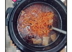 虫草花墨鱼排骨汤
