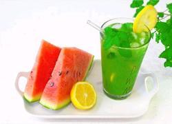 薄荷柠檬青汁冰饮