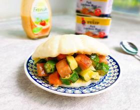 法式沙拉酱午餐肉夹荷叶饼