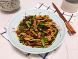 韭菜豆干炒鸡肉的做法[图]