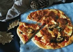 薄底烤鸡蘑菇披萨