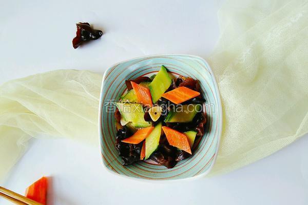 木耳炒青瓜胡萝卜