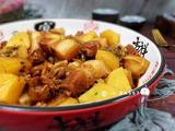 红烧肉炖土豆酸菜的做法[图]
