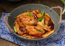 红烧腐竹鸡翅炖土豆