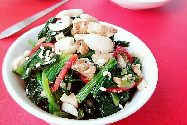 果仁拌菠菜