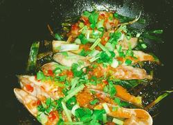 金银蒜焗金鲳鱼