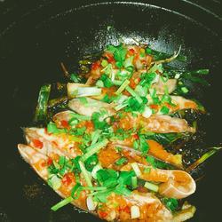 金銀蒜焗金鯧魚的做法[圖]