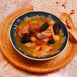 羊肚菌杏鲍菇瑶柱鸡汤