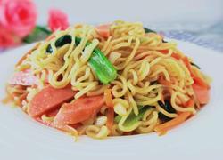 火腿蔬菜炒方便面