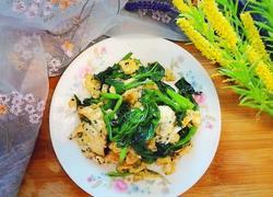 菠菜炒鸡蛋黑芝麻