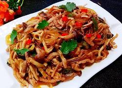 海鲜菇肉丝炒粉