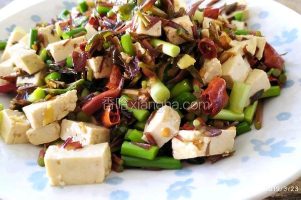 凉拌香椿小豆腐