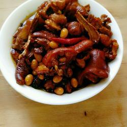 红烧黄豆炖猪蹄的做法[图]