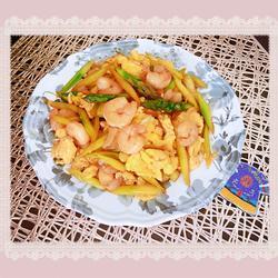 芦笋虾仁炒蛋的做法[图]