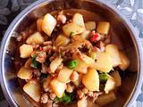 土豆炒鸡腿的做法[图]