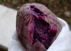 学校微波炉烤紫薯