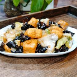 木耳豆腐包炒卷心菜