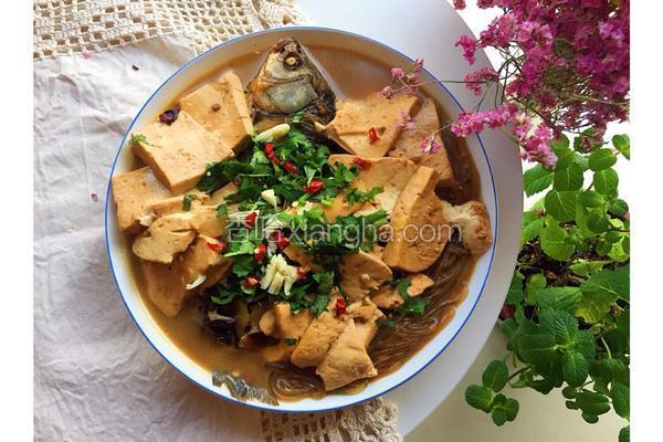 鲫鱼炖豆腐粉条