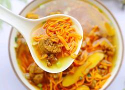 营养滋补的虫草炖鸡汤