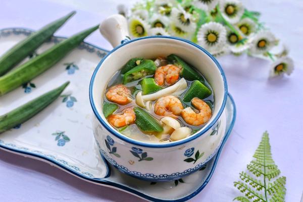 健康营养的秋葵虾仁菌菇汤