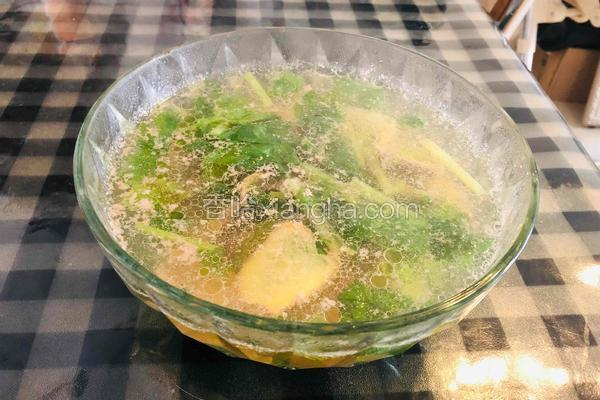 猪肝芹菜汤