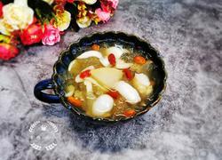 银耳雪梨百合枸杞汤