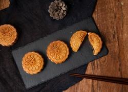 经典广式蛋黄莲蓉月饼