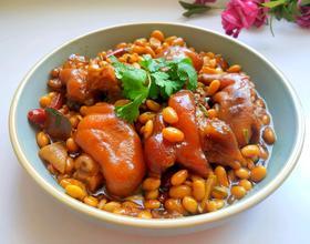 黄豆焖猪蹄[图]