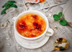 养颜润肺汤(蔓越莓桃胶银耳雪梨汤)
