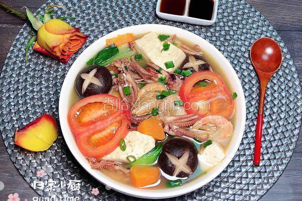 海鲜豆腐蔬菜煲