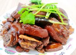 香菇花生焖猪脚