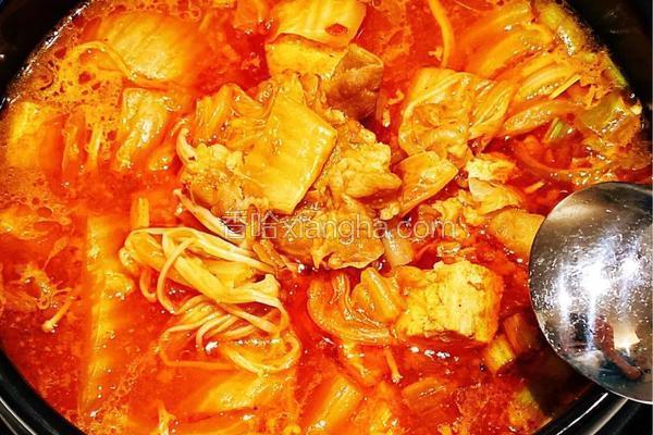 韩式辣白菜肥牛汤锅
