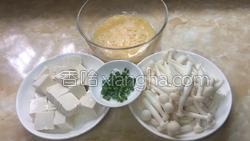 白玉菇鸡蛋豆腐汤的做法图解1