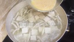 白玉菇鸡蛋豆腐汤的做法图解5