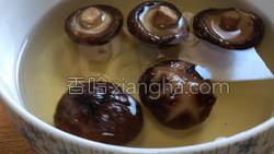 香菇煎蛋的做法图解1